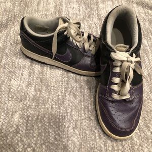 Nike leather black and purple lowtop sneakers